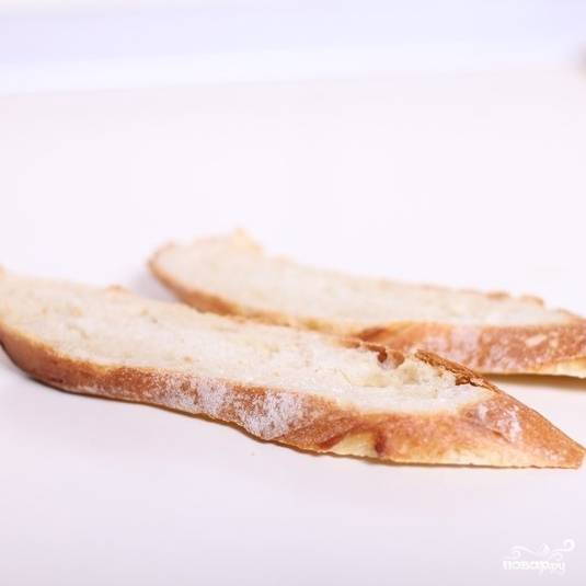 Берем два ломтика хлеба.