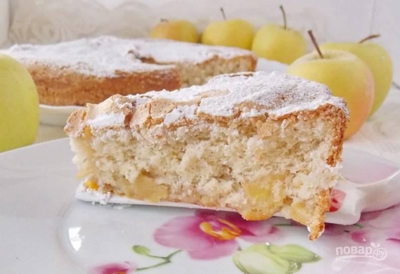 Шарлотка в духовке с яблоками