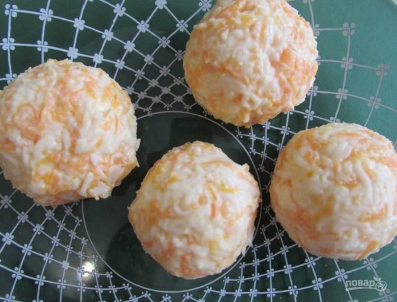 Из приготовленной массы формируем шарики. Подаем их к столу, как вам захочется. Приятного аппетита!