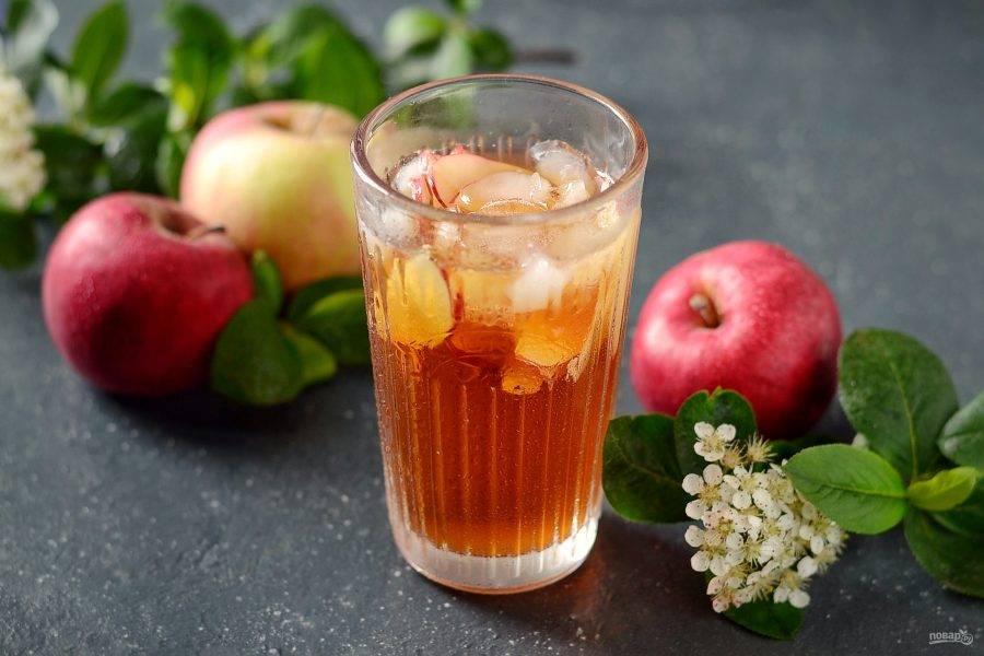 Холодный яблочный чай готов!
