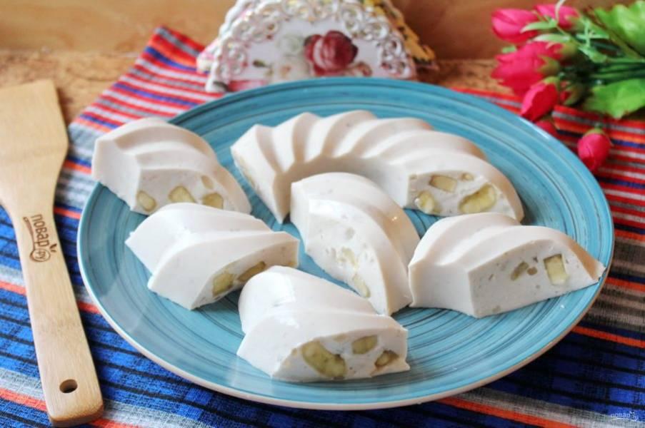 Желе из сметаны с агар-агаром готово. Подавайте на десерт.