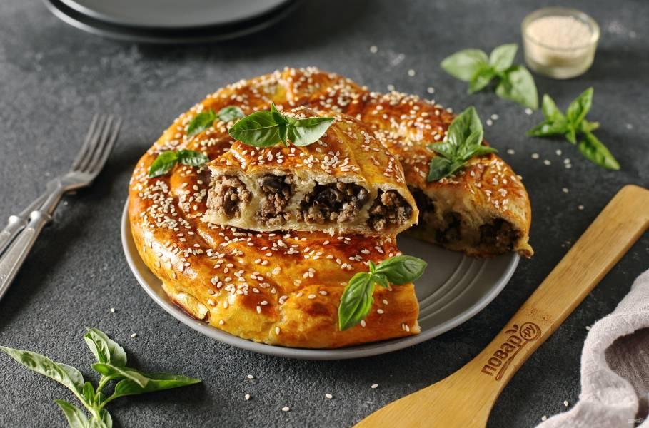 Слоеный пирог с мясом и грибами
