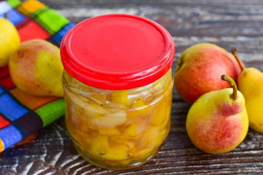 Закрутите банку плотно крышкой. Храните готовое варенье из груш с лимоном и корицей в темном и прохладном месте.