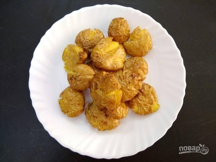 5. Жареный картофель поместите на тарелку, чтобы он остыл.
