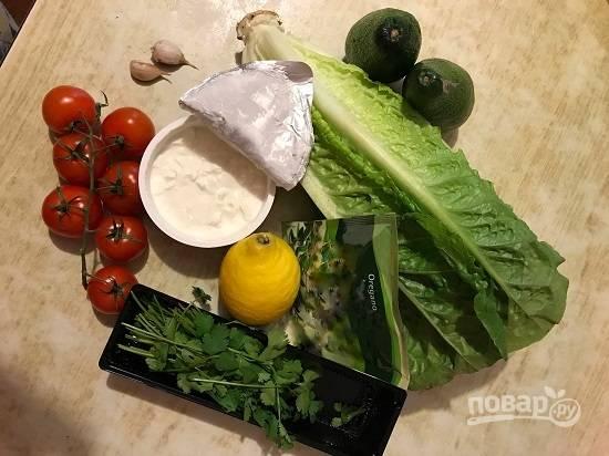 Вот такой набор продуктов потребуется нам для приготовления нашего салата + соль и оливковое масло.