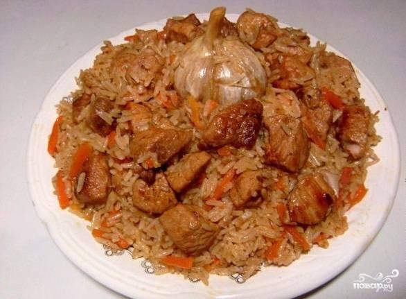 4. И вот такой получаете красивый плов из пропаренного риса и сочного мяса!