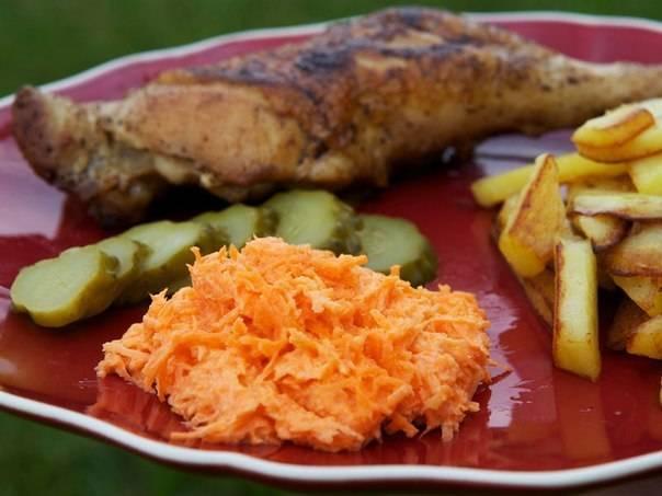 3. Салат получается острым, так что рекомендую подавать его к картошке и мясным блюдам!