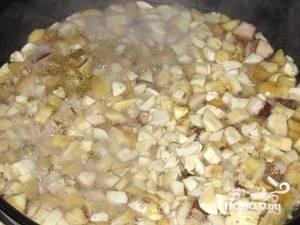 5.Маслята обжариваем на растительном масле, пока вся жидкость не испарится.