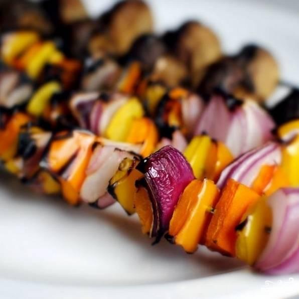 Когда овощи начнут подгорать - сразу же снимаем их с огня и остужаем.