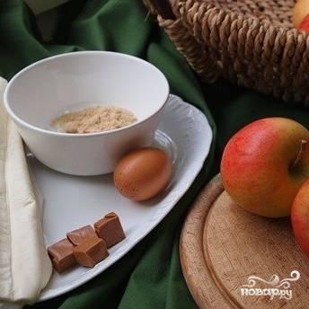Для наглядности, посмотрите на все ингредиенты, используемые в данном рецепте. Вот, из чего мы будем готовить наше запеченное яблочко.
