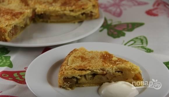 Запекайте пирог в духовке при 180 градусах в течение 40 минут. Приятного чаепития!