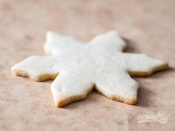 6. Готовое печенье остудите минут 30, а после обильно присыпьте сахарной пудрой.  Приятного чаепития!