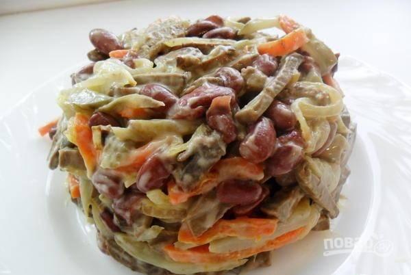 Смешайте все ингредиенты. Заправьте салат майонезом и солью. Приятного аппетита!