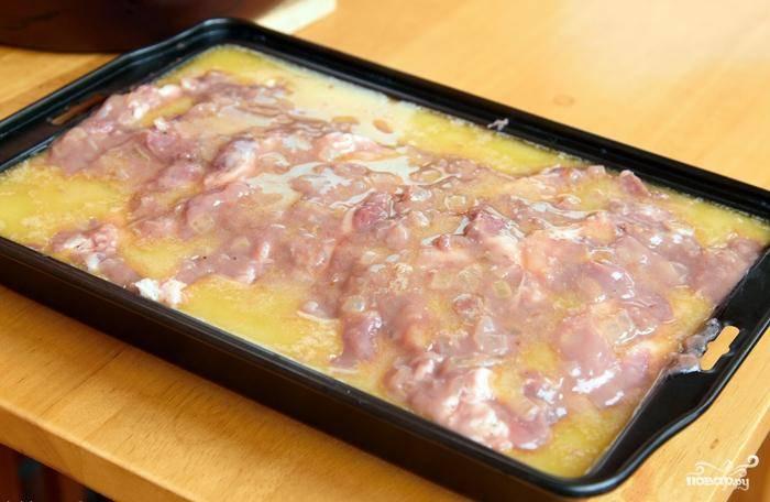 Вот такую мясную форму для выпекания мы ставим в духовку, разогретую до 220 градусов. Выпекаем 1 час.