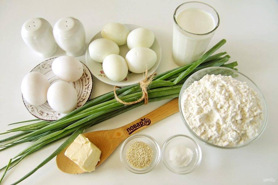 Подготовьте все ингредиенты. Яйца для начинки заранее отварите, остудите и очистите.