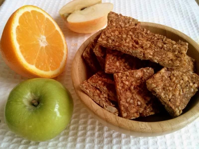 Готовое печенье разрежьте на квадратики. Приятного аппетита!