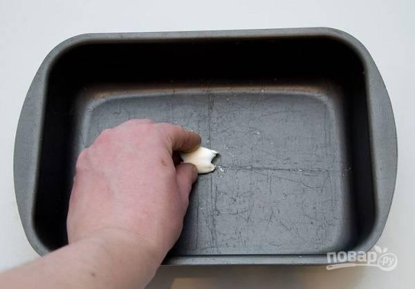 6. Жаропрочную форму смажьте маслом.