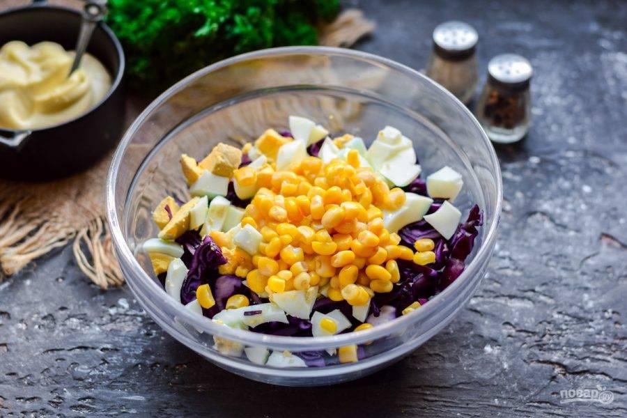 Добавьте в салат сладкую кукурузу.