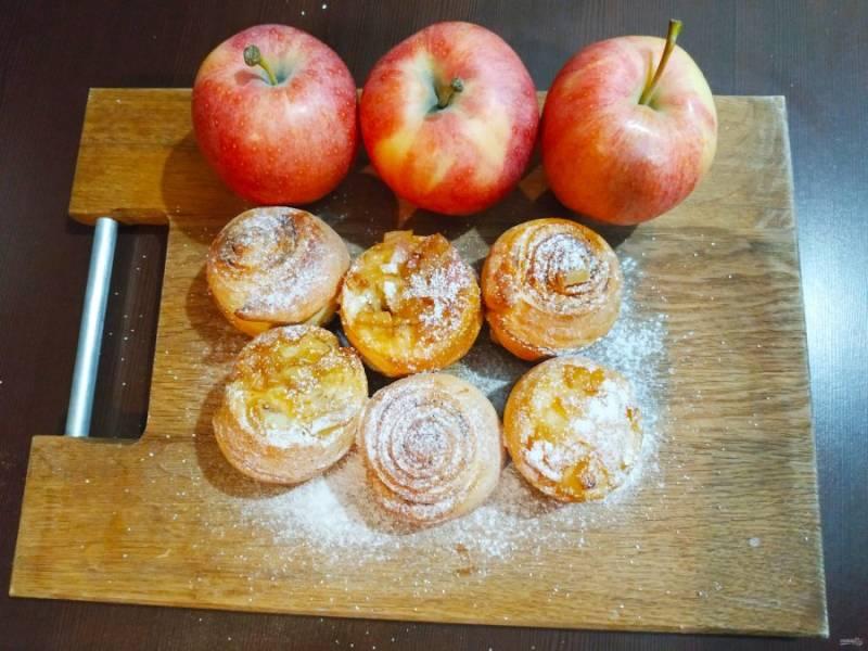 Отправьте булочки в разогретую до 190 градусов духовку на 20-25 минут. Все готово!