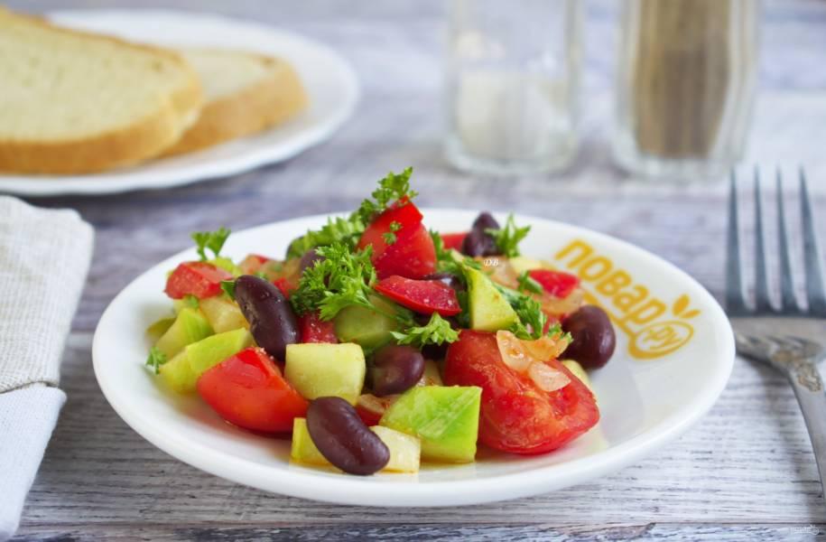 Фасоль с помидорами и цуккини