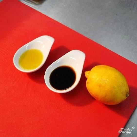 Волшебный маринад из соевого соуса состоит всего из трех ингредиентов - лимонного сока, соевого соуса и оливкового масла.