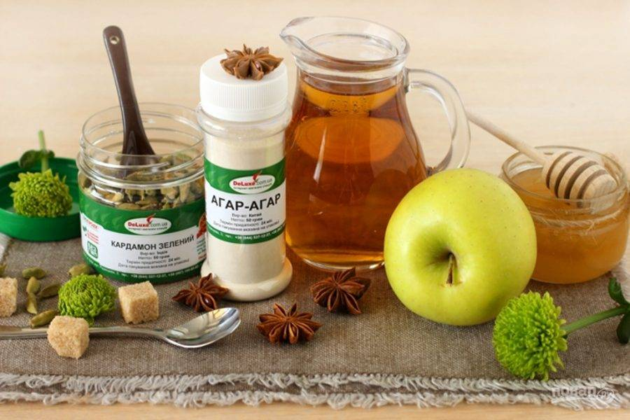 Подготовьте ингредиенты, выжмите стакан яблочного сока.