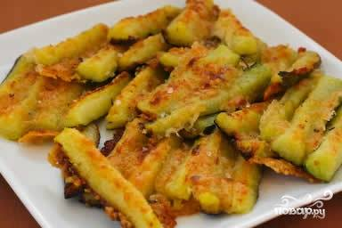 Запекать примерно 15 минут на гриле или в духовке пока сыр не расплавится и кабачки не станут золотистого цвета.