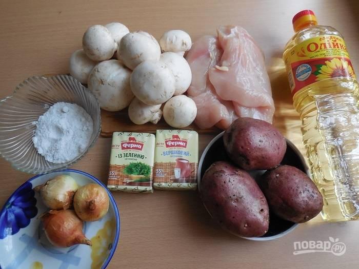 Подготовьте все ингредиенты. Промойте куриное мясо и слегка обсушите.