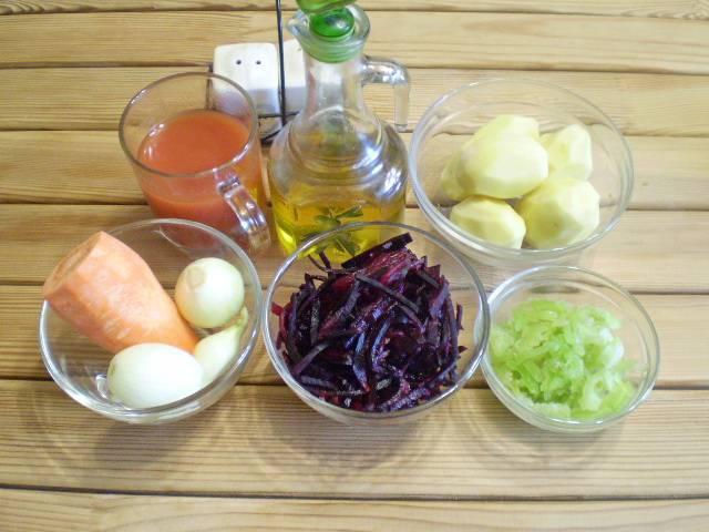 1. Приготовим продукты. Овощи подойдут как свежие, так и замороженные. Всё вымыть и очистить.