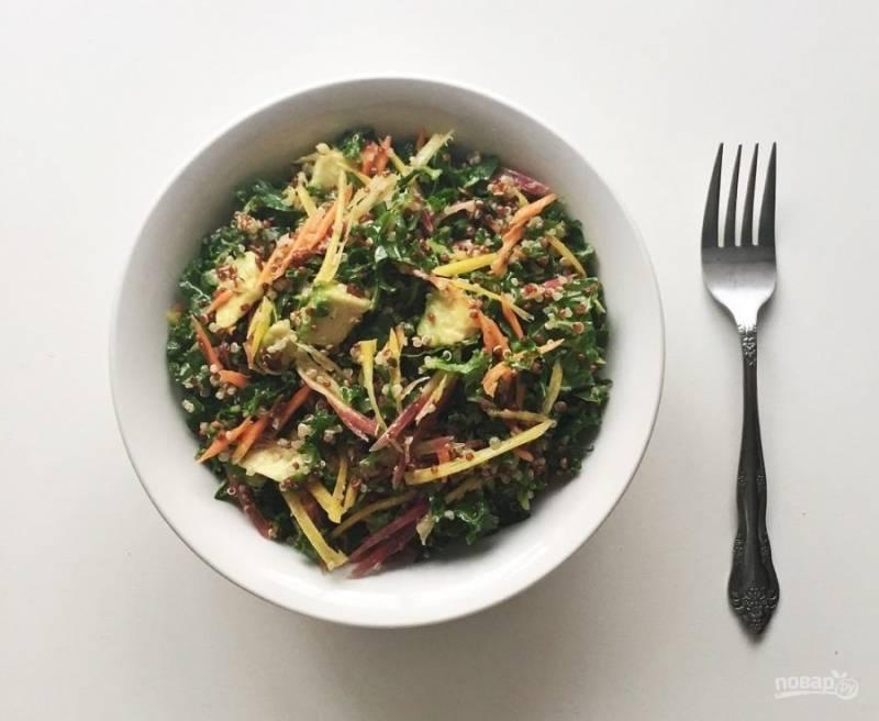 10.По вкусу добавляю соль и перец, перемешиваю и подаю салат. Приятного аппетита!