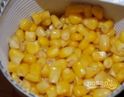 Кукурузу можно добавить к картофелю с жидкостью.