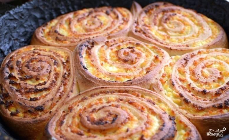 Запекайте булочки в духовке при 180 градусах в течение 30 минут.
