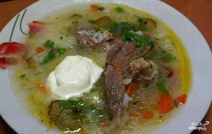 Чеснок и промытую зелень мелко нарубите и добавьте уже в готовый суп. Прокипятите суп ещё 5 минут. Поперчите. А потом можете пробовать. Приятного аппетита!