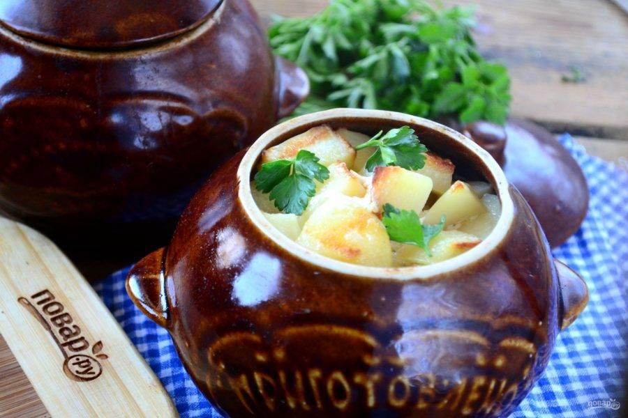 Охотничьи колбаски с картофелем в горшочках готовы. Кушайте с удовольствием!