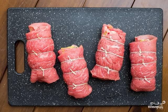 Рулетики из свинины с начинкой
