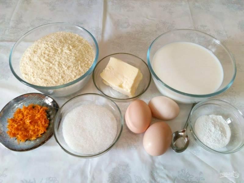 Подготовьте необходимый набор продуктов. Заранее снимите цедру с одного апельсина или лимона. Делать это удобно при помощи мелкой тёрки.