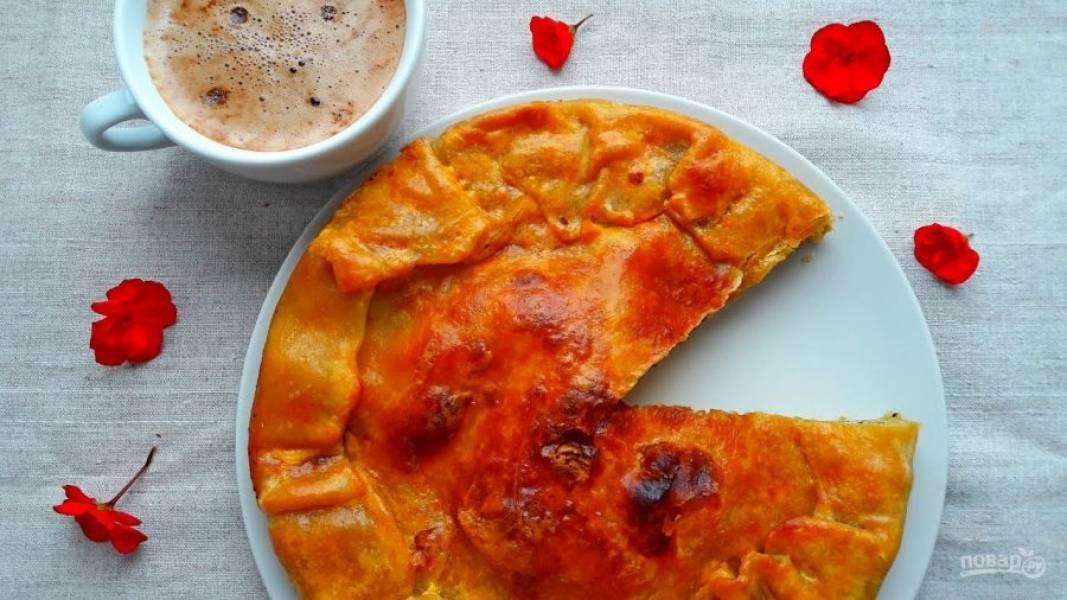 7. Смажьте тесто оливковым маслом и отправьте в разогретую до 180 градусов духовку на 30-45 минут. Приятного аппетита!