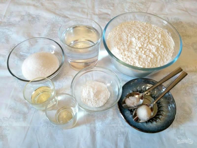 Подготовьте указанные ингредиенты, учитывая, что яблочный уксус можно заменить лимонным соком или разведённой в воде лимонной кислотой (1/4 ч.л.).