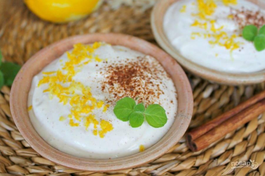 Сверху посыпаем цедрой лимона и корицей. Десерт можно дополнить листочком мяты.
