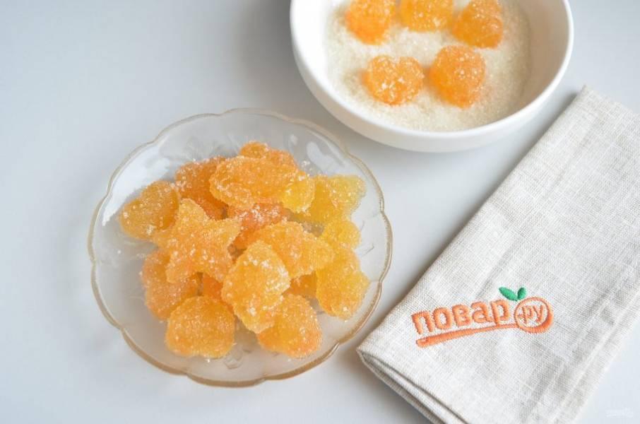 7. Обваливать в сахаре нужно непосредственно перед едой, иначе сахар будет со временем таять.  Мармелад отлично держит форму, хранить его можно и при комнатной температуре.