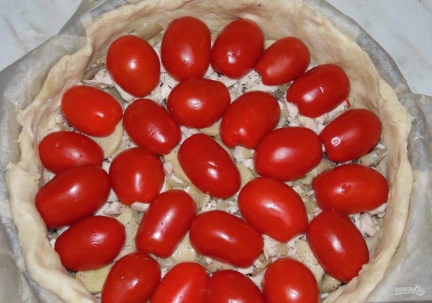 12.Нарезанные помидоры укладываю на начинку.