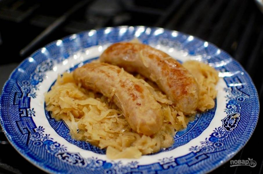 7.Подавайте готовое блюдо с картофелем или клецками, а также с булкой.