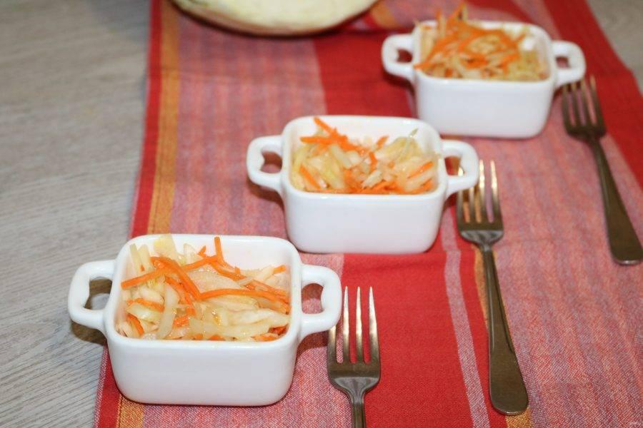 Салат из капусты и моркови готов. Приятного аппетита!