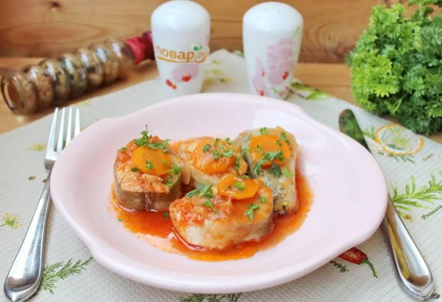 Хек тушеный с овощами готов. Подавайте на обед или ужин.