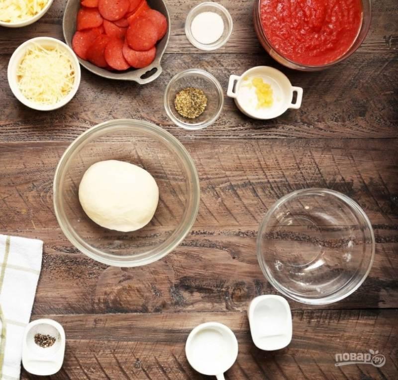 3.Вымешивайте тесто в комбайне около 4 минут, оставьте его на 15-20 минут.