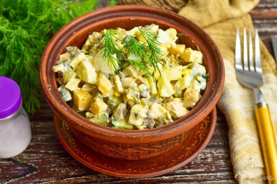 "Салат ""Гурман"" с курицей и грибами готов! Приятного аппетита!"