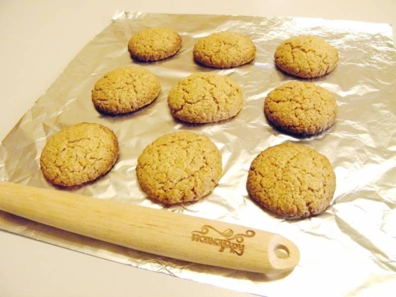 9. Выпекайте печенье примерно 20 минут. Снимите, остудите его и подайте к столу, приятного аппетита!