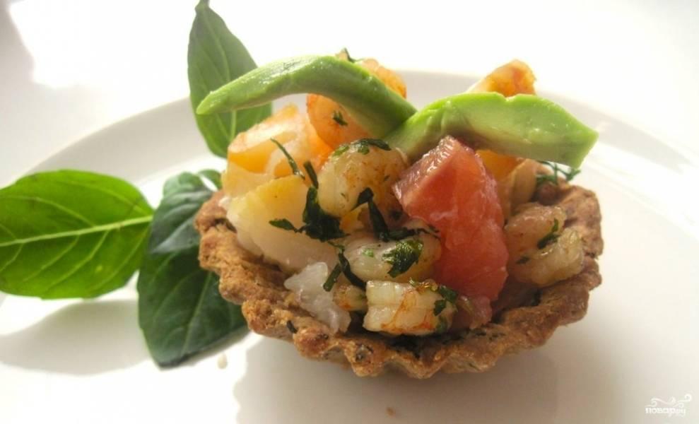 Тарталетки с креветками и авокадо