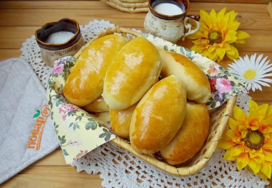 Ароматные пирожки с грибами и рисом готовы!