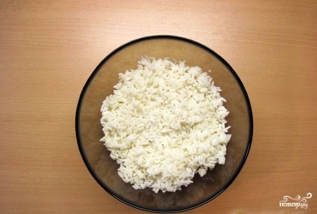 5.А пока займемся начинкой. Рис промываем и отвариваем до полной готовности.